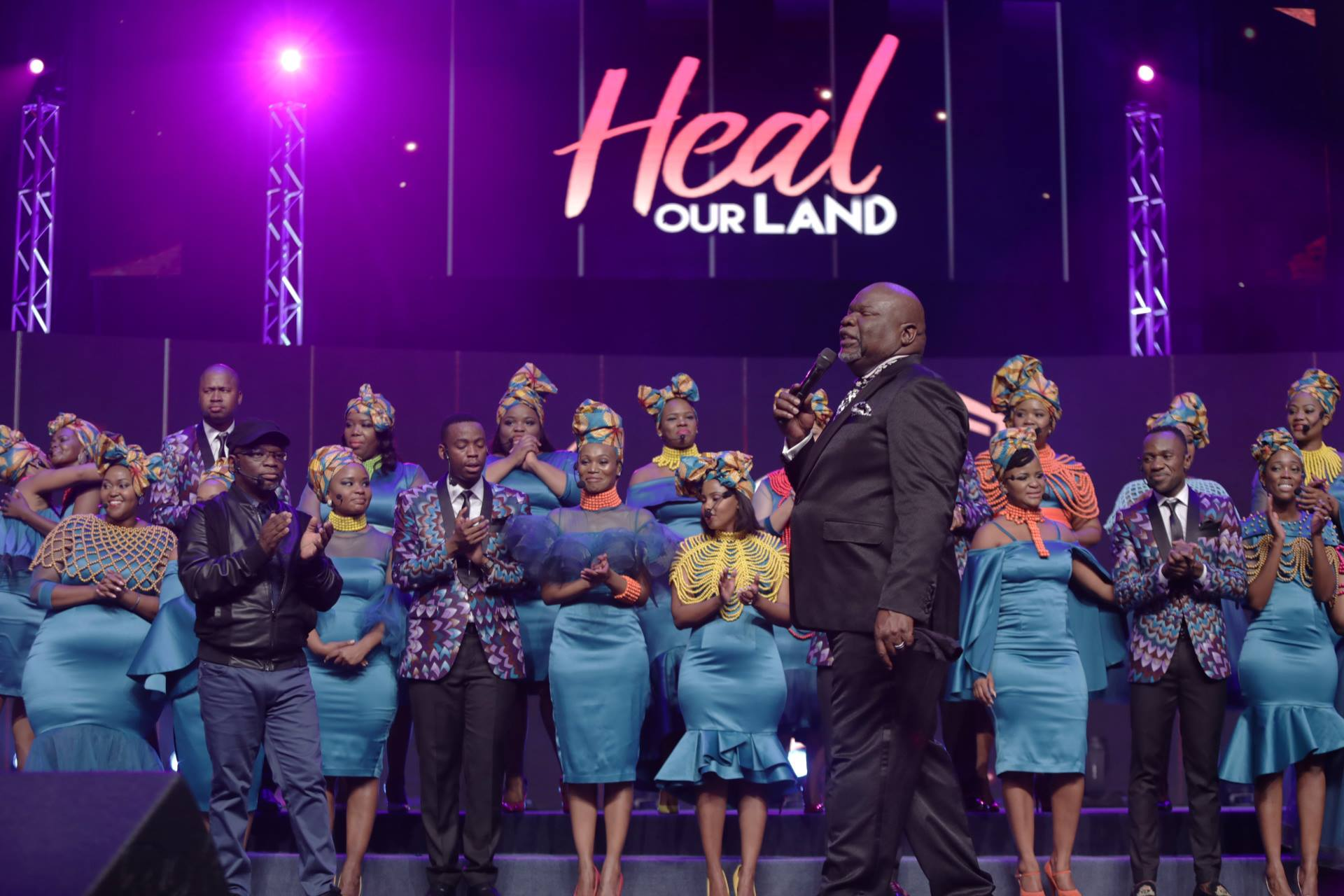 Bishop TD Jakes and The Potter's House Mass Choir ...