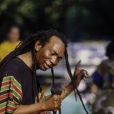 Thomas Mapfumo – Ndave Kuenda Lyrics